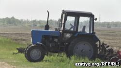 Трактор на поле. Павлодарская область, 20 мая 2016 года.