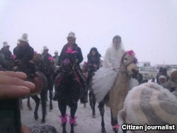 На свадьбе в Ошской области в Кыргызстане.