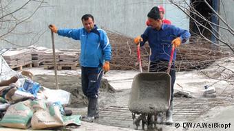 Если есть хороший подряд, то рабочий на стройке может заработать до 150 тысяч тенге в месяц