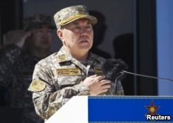 Президент Казахстана Нурсултан Назарбаев – в военной форме. Отар, 7 мая 2013 года.