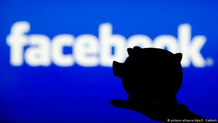 Symbolbild Social Media & Geld (picture-alliance/dpa/F. Gabbert)