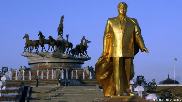 Статуя Сапармурата Ниязова
