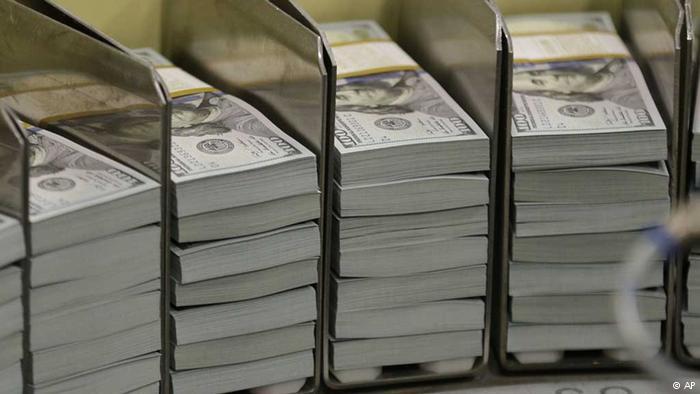 Пачки долларовых банкнот
